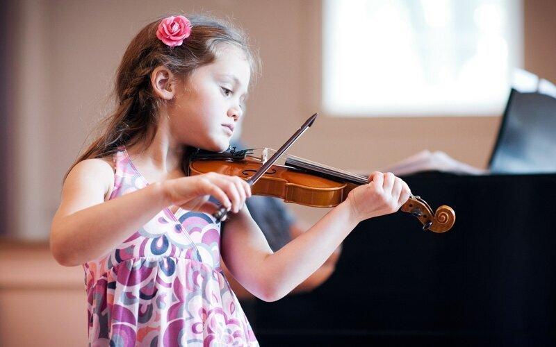 Ученые заявили, что дети, которые занимаются музыкой, опережают в развитии сверстников
