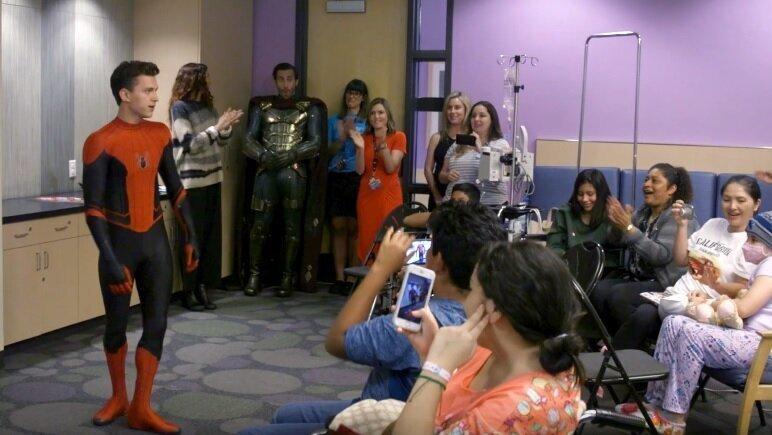 «Я люблю тебя 3000»: актеры из «Человека-паука» посетили госпиталь в США