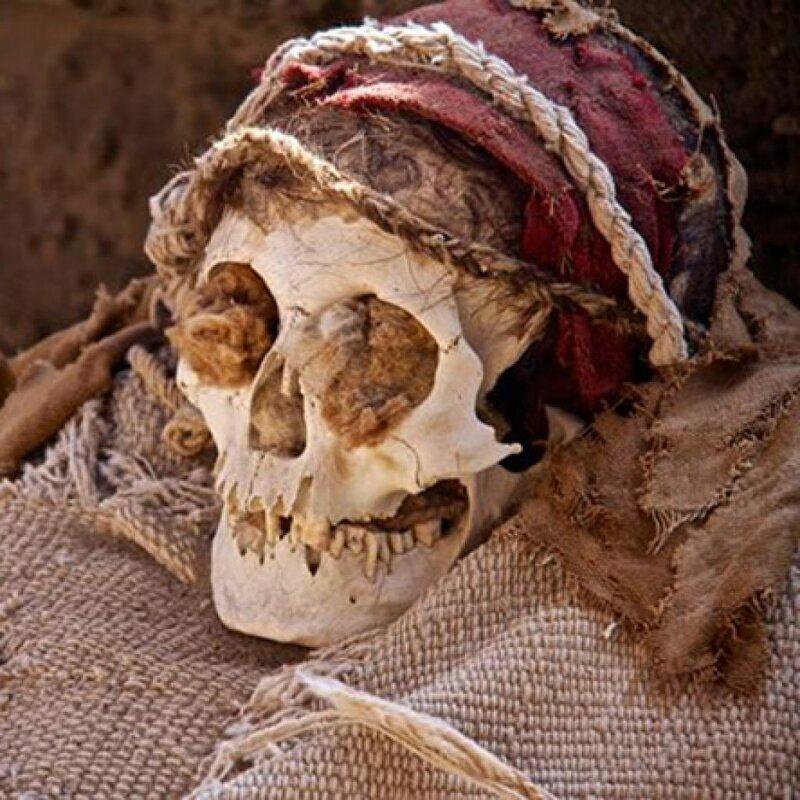 """Тайна """"ухмыляющихся"""" мумий древнего кладбища Чаучилла. Перу"""