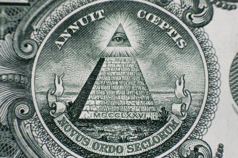 Почему на долларе красуется пирамида с глазом?