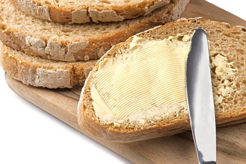 Почему бутерброд падает маслом вниз?