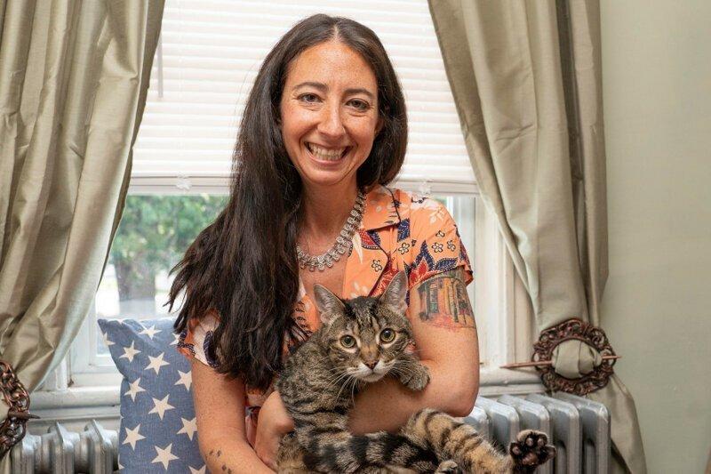 Женщина украла кота из чужой семьи, чтобы спасти ему жизнь