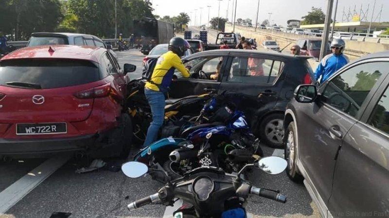 Куча-мала из Малайзии: семь транспортных средства столкнулись на шоссе