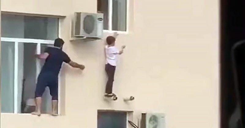 В Чечне мужчина, рискуя своей жизнью, спас мальчика, выпавшего из окна