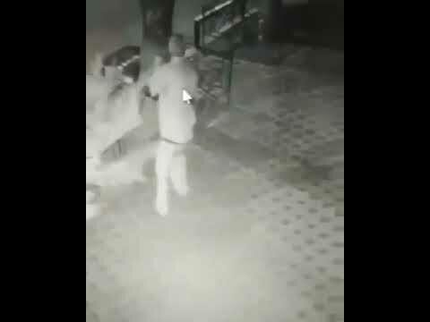 Украинец расстрелял охранника, попросившего его не мочиться на улице