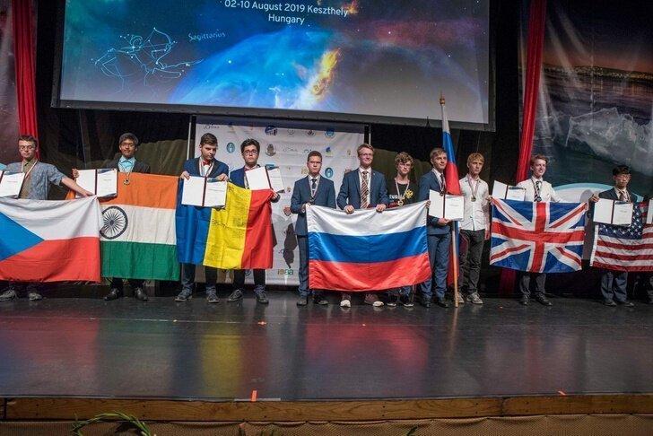 Российские школьники  завоевали золотые медали на Олимпиадах по Астрономии и Информатике