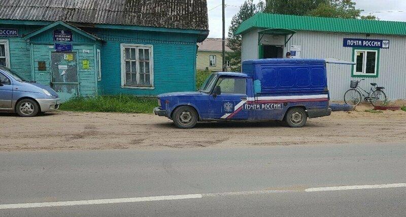 Разваливающаяся машина «Почты России» попала на видео, водитель уволен