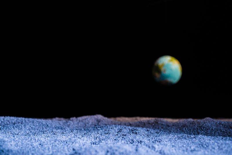 Почему в космосе не видно звезд?