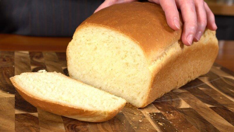 Горячий хлеб с хрустящей корочкой