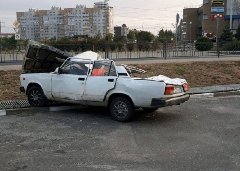 Авария дня. В Белгороде пьяный водитель приземлился на припаркованные автомобили