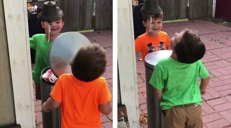 Два мальчика получили настоящее удовольствие от ударов по лицу крышкой мусорного ведра