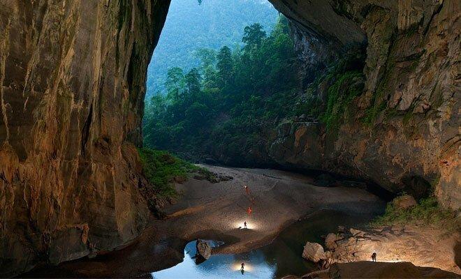 Беспилотник с камерой опустился в самую большую пещеру планеты