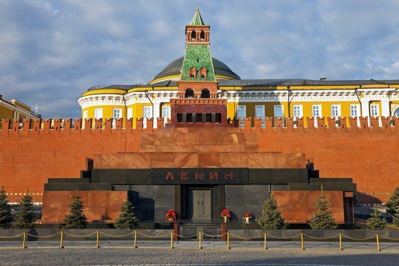 Почему Ленина не похоронили традиционным способом?