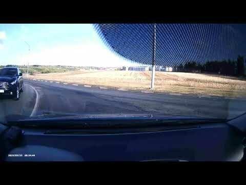Водитель увернулся от жуткого ДТП с девушкой, а она не поняла, в чем виновата