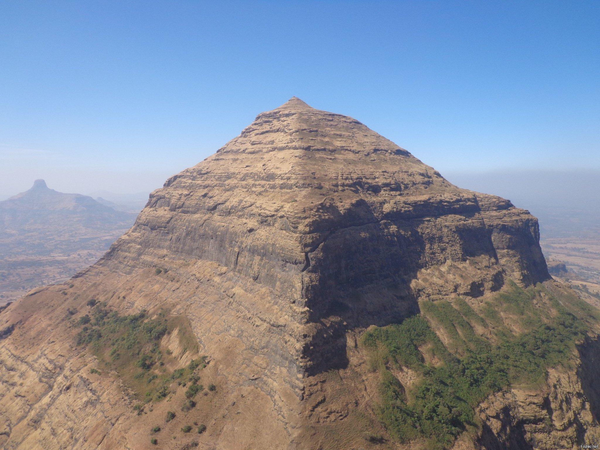 Гигантская пирамида в Индии