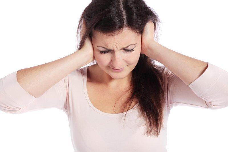 Звон в ушах: причины симптома, сопутствующие заболевания и способы устранения