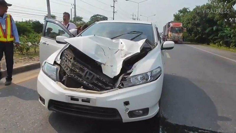В Таиланде колесо от грузовика влетело в машину: женщина-водитель избежала травм