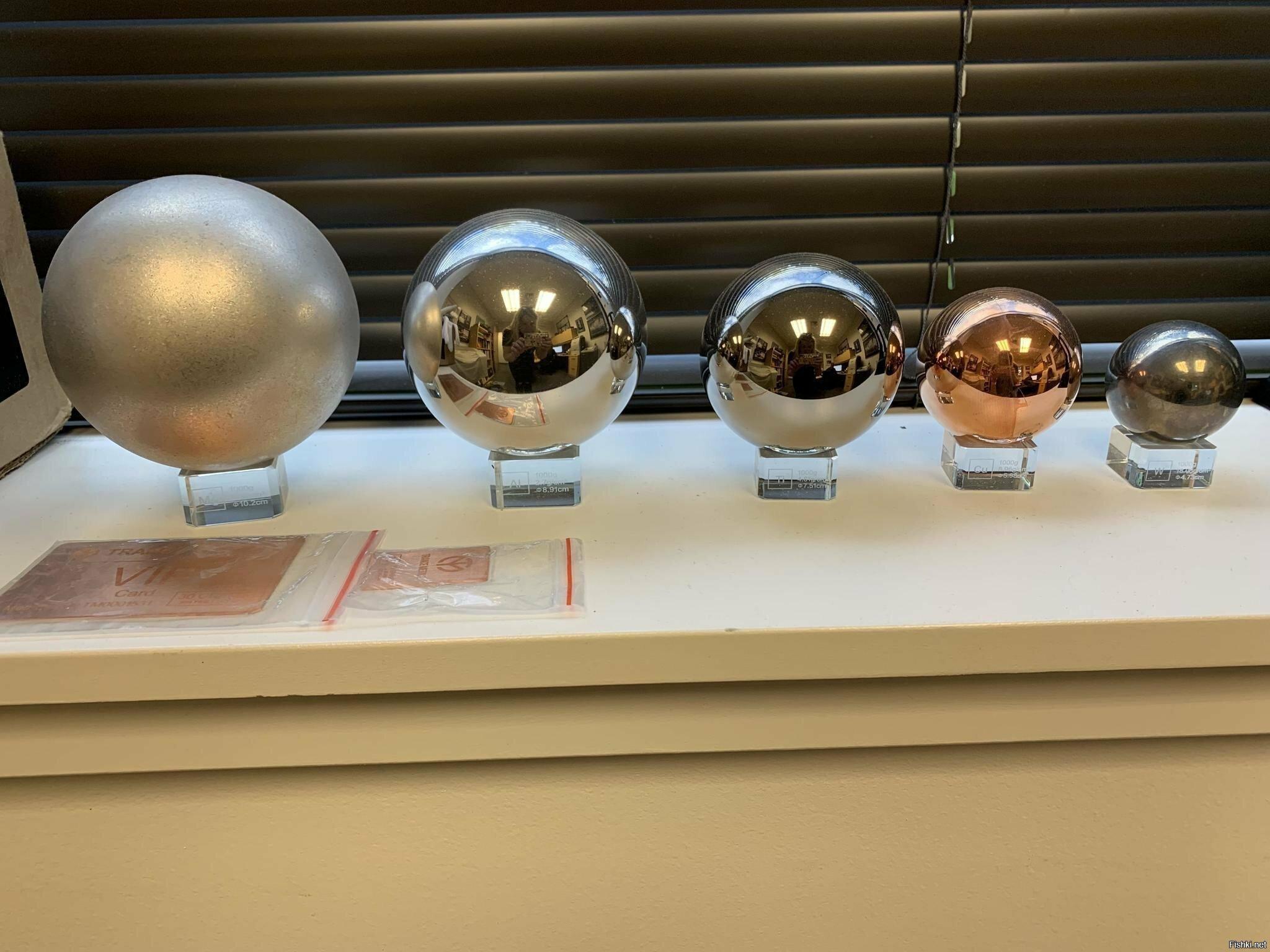 Каждый шарик весит 1 кг