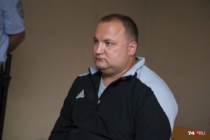 Экс-начальники из УМВД Челябинска избежали наказания за продажу водки на 11,6 млн