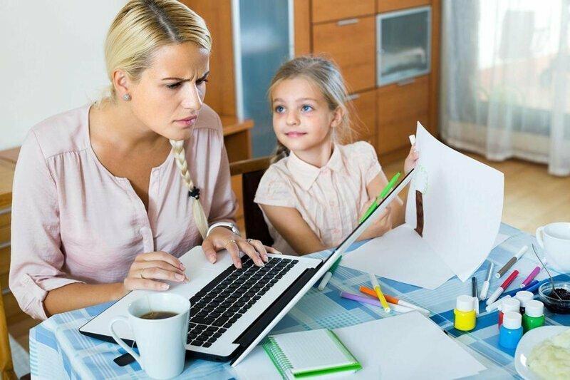 В Минтруде задумали лишить работающих матерей пособий