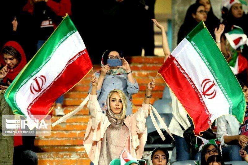 Иранские болельщицы на матче Иран-Камбоджа