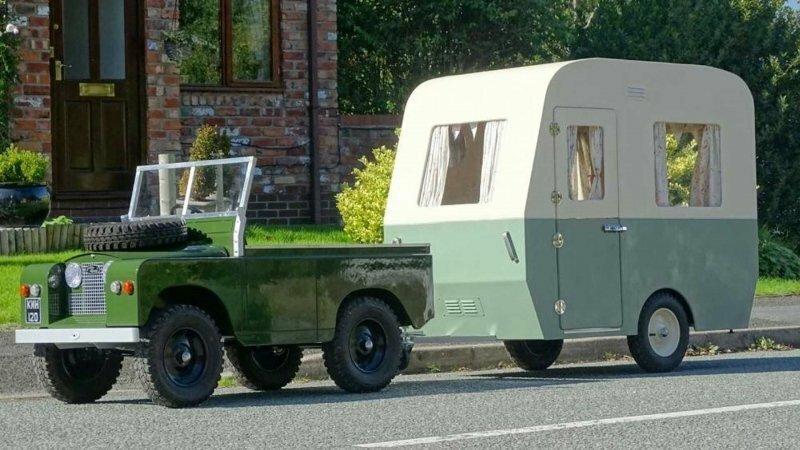 На аукцион выставли детский внедорожник Land Rover с кемпером