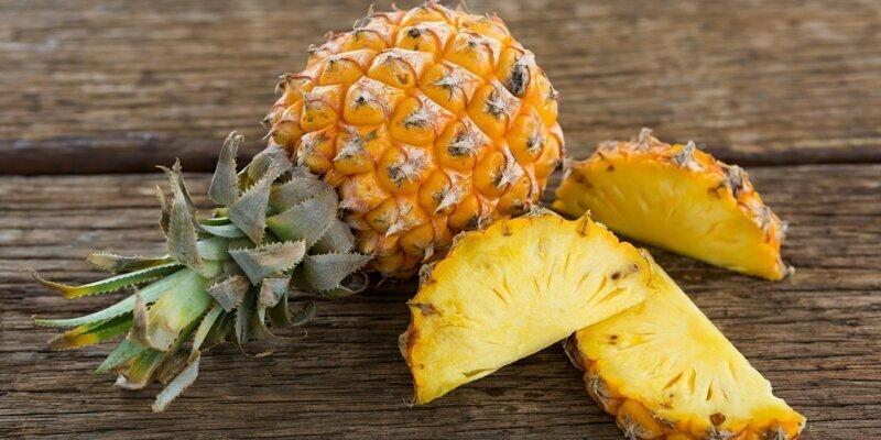 Почему от ананаса щиплет язык?