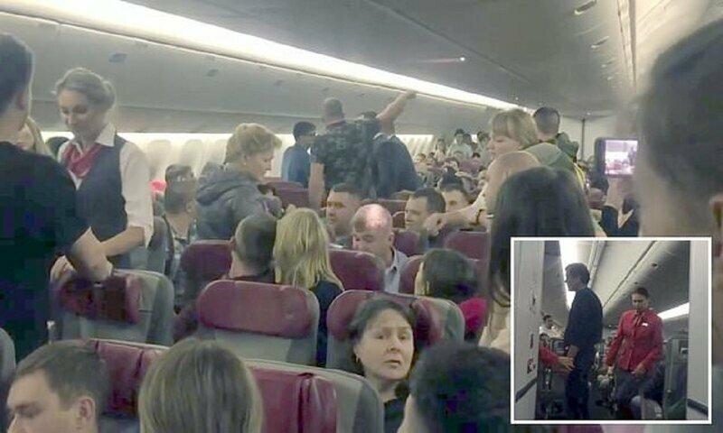 Авиапассажир решил выйти из самолета на высоте 12 километров