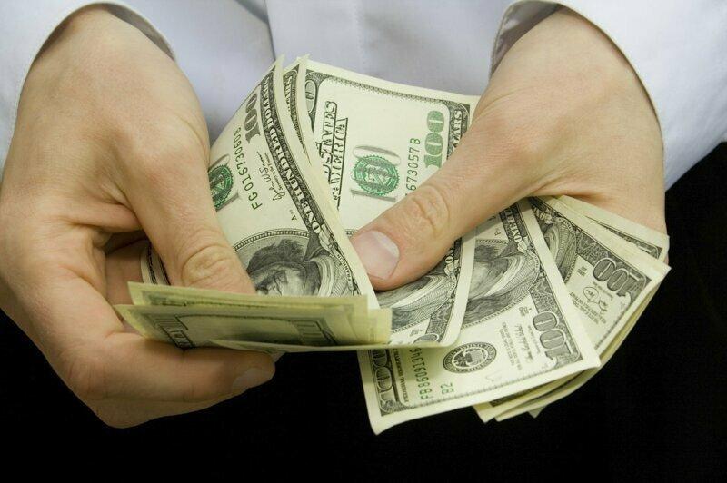 10 алчных компаний, заработавших миллионы долларов обманом и жестокостью