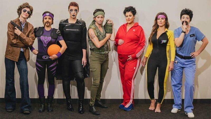 Подружки каждый год наряжаются на Хэллоуин как разные персонажи одного актера