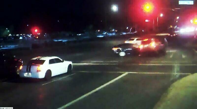 Женщина пошла на таран автомобиля пьяного водителя, не дав ему сбить пару с ребёнком