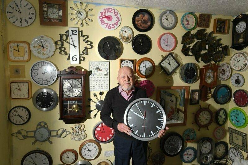 75-летний коллекционер потратит более 5 часов, чтобы  перевести все свои часы на зимнее время