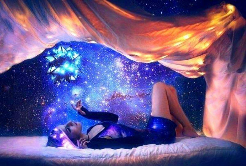 Почему всем людям снятся сны: различные объяснения природы этого явления