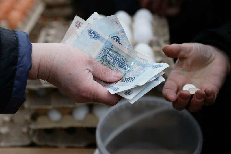 Калининградцам начали запросто раздавать деньги