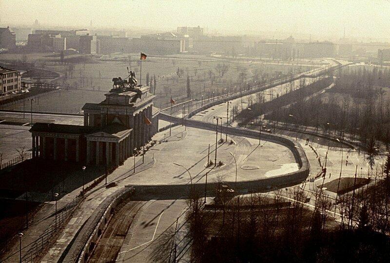 Великая Берлинская стена: как в Германии построили, а затем снесли главный символ холодной войны