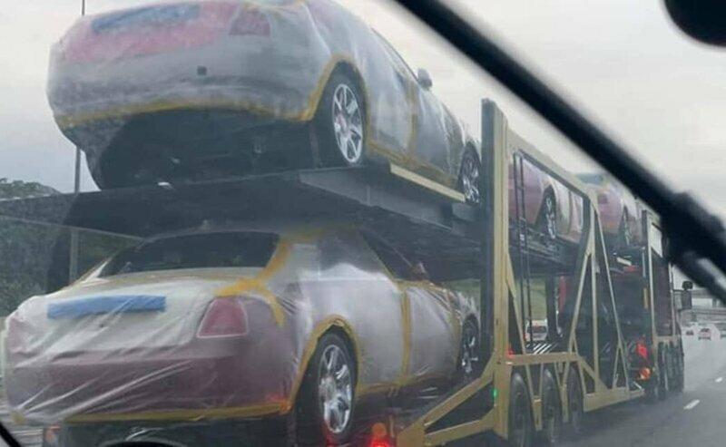 Король крошечной южноафриканской страны купил 20 новеньких Rolls-Royce для своих жен