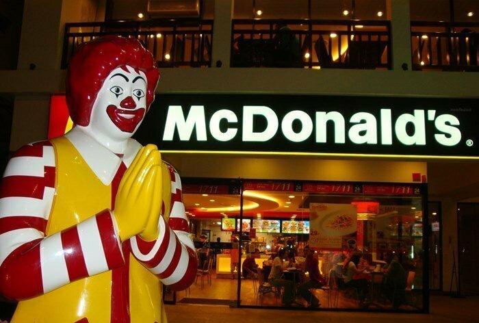 Парень попил чайку в «Макдоналдсе» и захмелел