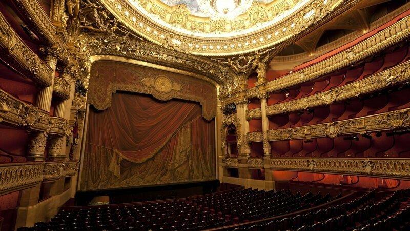 «Театр начинается с вешалки»: почему так говорят?