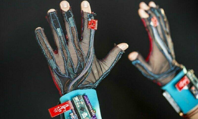 Два студента изобрели перчатки для перевода языка жестов