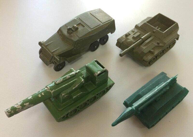 Серьезные игрушки времен СССР