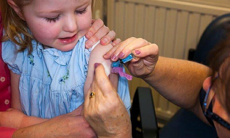 В Германии будут штрафовать родителей за отказ от прививок