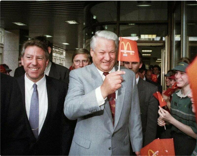 Как в СССР открыли первый McDonald's: люди не понимали, что едят и почему им улыбаются