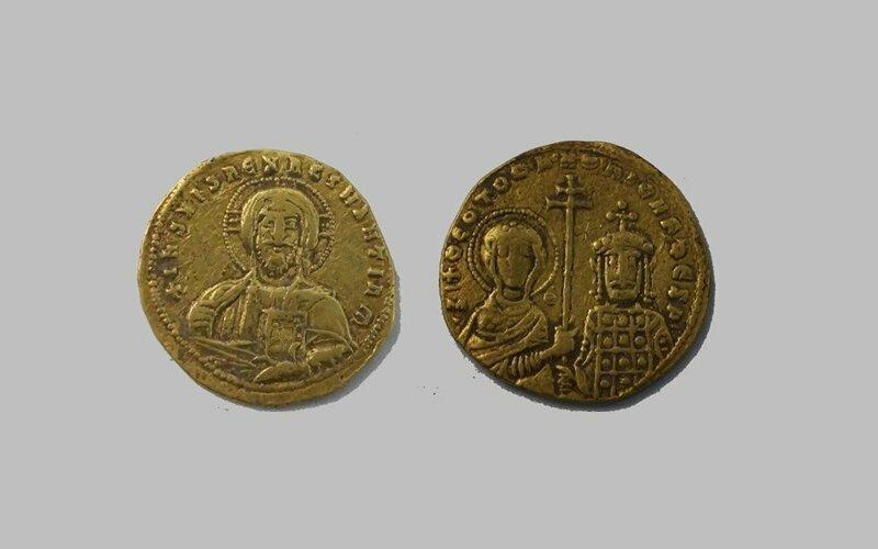 На Кубани нашли редкие золотые монеты эпохи Средневековья