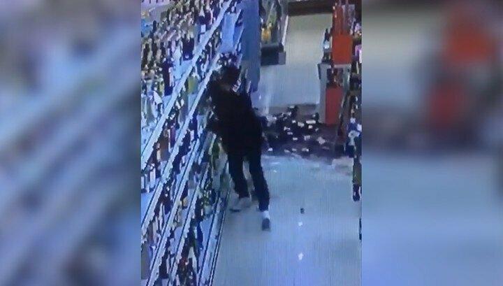 Мигрант разбил сотни бутылок с алкоголем в немецком магазине