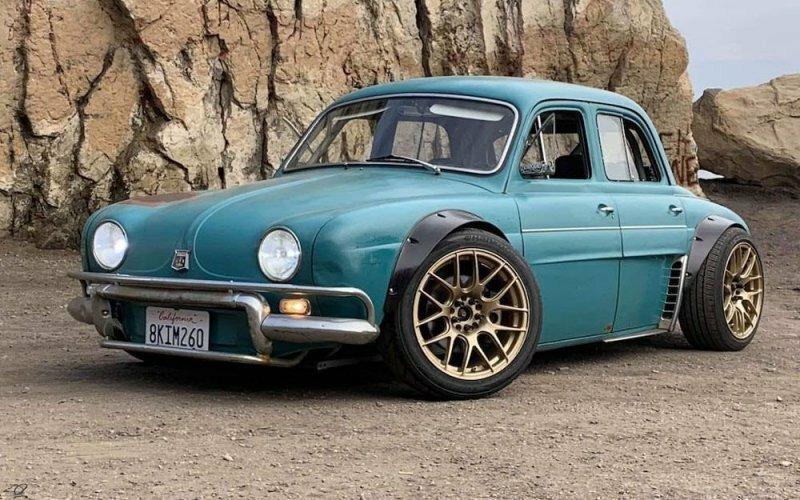 Парень нашел Renault Dauphine 1960 года и превратил его в крутой проект