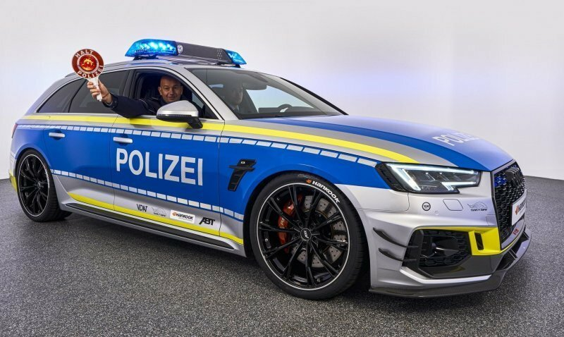 Немцы доработали универсал Audi RS4 и превратили его в полицейский автомобиль