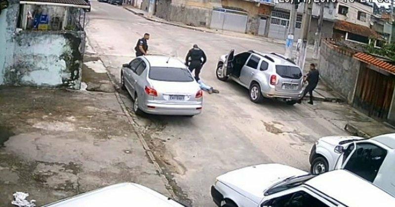 Вооруженный парень хотел угнать автомобиль, но не смог тронуться с места и был арестован