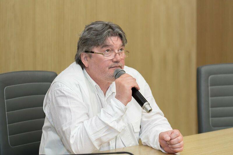Журналист Андрей Константинов отказался комментировать фейковую статью «Фонтанки»