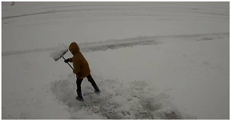 Мальчик пожалел, что вызвался помочь родителям с уборкой снега