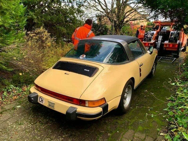 В Швейцарии белки использовали этот Porsche 911 для хранения орехов